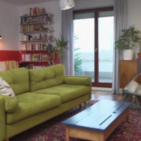 Eklektyczne mieszkanie pełne mebli z historią