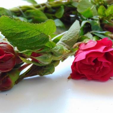 ..............i różyczki we wianku...............