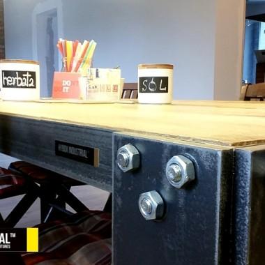 Ciężki stół industrialny