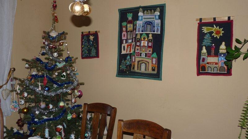 Ściany, Na bogato. - Niedawno były święta i życzenia- przydałyby się nam wszystkim więcej życzliwości i tolerancji