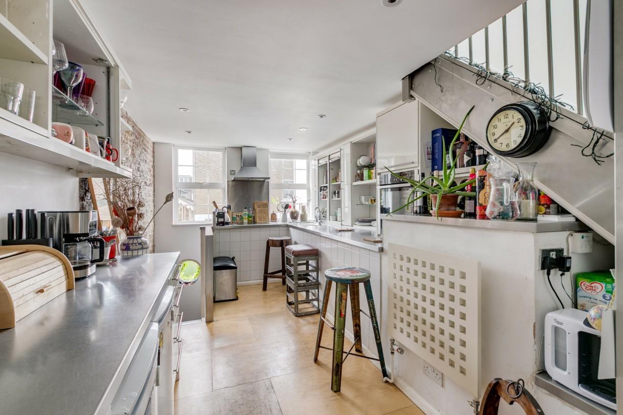 Domy i mieszkania, Dom węższy niż autobus - Przedpokój jest najwęższą częścią, ma zaledwie 2,23 m.  Fot.Jam Press/Sceon+Berne Property Agents / SplashNews.com/East News