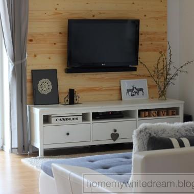 DIY - drewniana ściana w salonie.