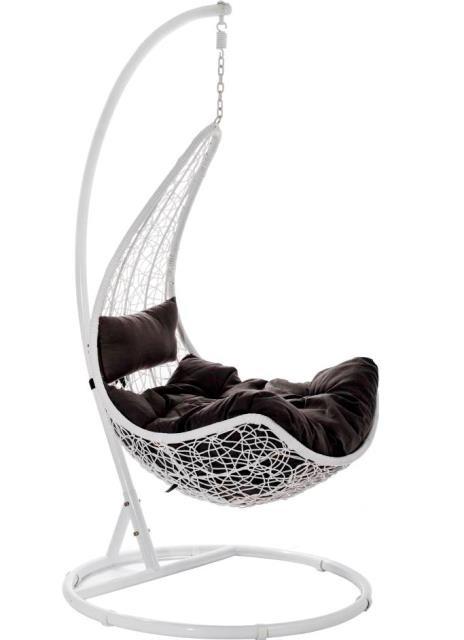 Kupię, Fotele wiszące, czyli wypoczynek w wygodnej i stylowej oprawie - Design fotela Tenaga nawiązuje do kształtu liścia, wykonany jest z technorattanu i stalowej ramy. W zestawie ma dużą, miękką poduchę oraz mniejszą poduszkę pod głowę. Możliwość regulacji wysokości zawieszenia siedziska. Fot. materiały prasowe Homekraft