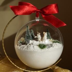 Koty zimą w miniaturze - bombka akrylowa