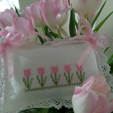 Pączki i tulipany w pączkach