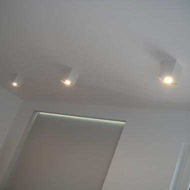 zabudowa  ścianka za telewizorem podświetlana LED