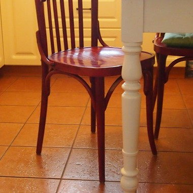 Gięte krzesła