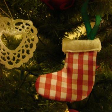 Mija rok, kolejne święta Bożego Narodzenia za zakretem. Kolejne w hiszpańskim domu i chociaż wszystko zapięte na ostatni guzik, a jednak będzie inaczej. Te święta bez Ciebie, ten rok bez Ciebie, tęsknię. Stukot maszyny do szycia przypomina mi Ciebie.... pozostawiłaś mi dar tworzenia i za ten dar z całego serca Ci dziękuję.