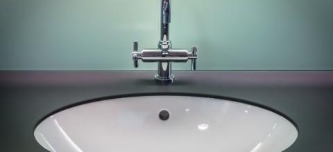 Jaką umywalkę wybrać do nowoczesnej łazienki?