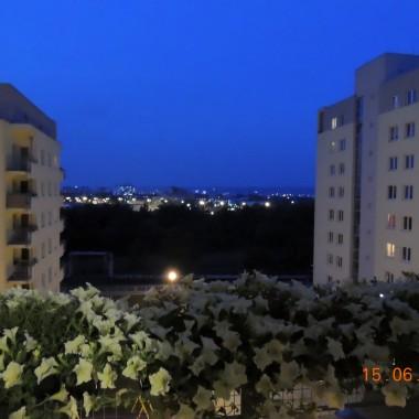 Balkon wieczorowa porą