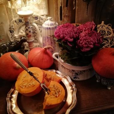 Listopad, czas koców, książek i lenistwa