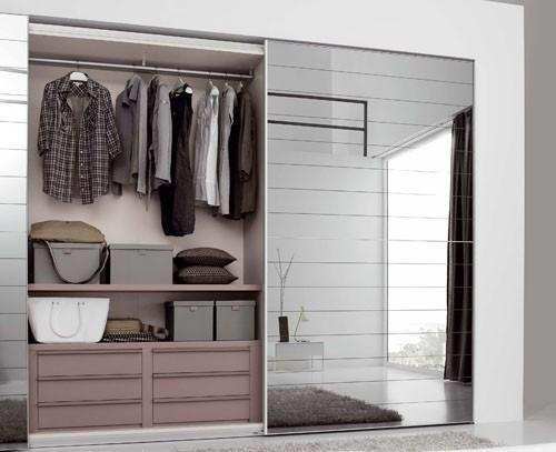 Garderoba, Garderoba idealna - Garderoba w przedpokoju. Delikatne kolory, praktyczne szuflady i duże półki. Źródło: https://upload.wikimedia.org/