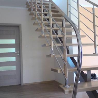 Stopnie drewniane klejone 4cm | Balustrada stal + drewno