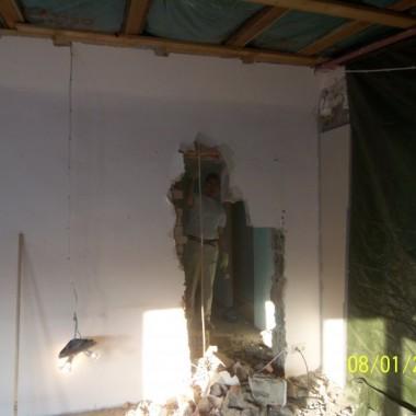 pokoj dzienny z otwarta kuchnia
