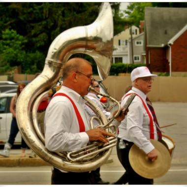 Parada w miasteczku.