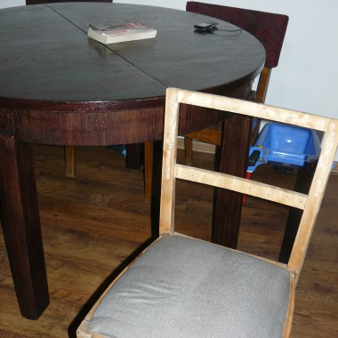 krzesła stół ????