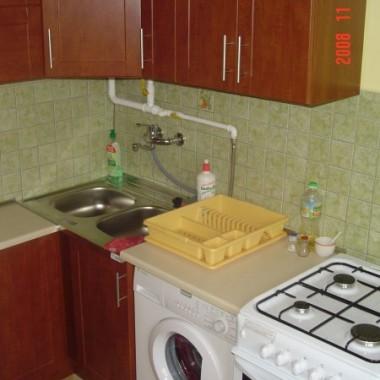 Nieszczęsny kat kuchni z rurkami z gazem których nie wolno zabudować. Za pózno juz by schować je w scianie &#x3B;-( Jak je zamaskować?