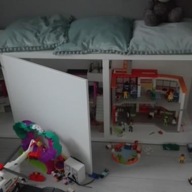 """I balagan :) zeby nie bylo ze tu dziecko nie mieszka :)corka kolekcjonuje play mobile I ta """"lawa"""" kupiona byla specjalnie na nie"""