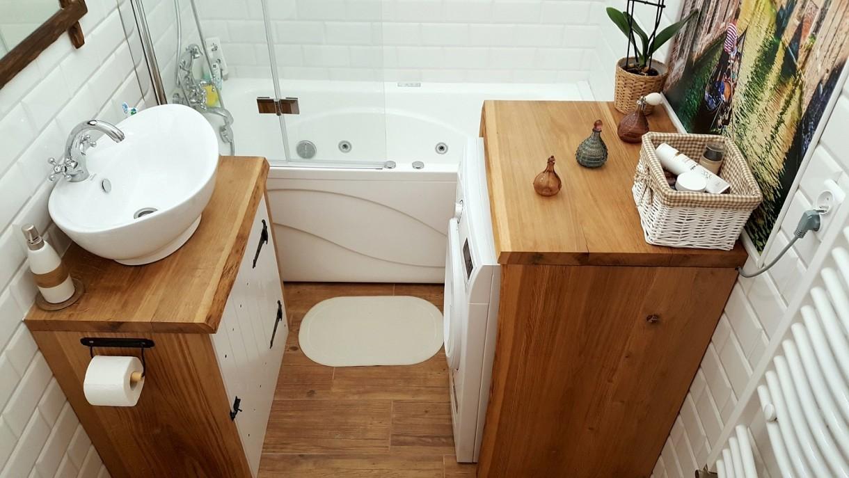 Łazienka, Łazienka w stylu rustykalnym - Łazienka w drewnie, w stylu rustykalnym, wykonana metodą zrób-to-sam :)Zapraszam:http://dekostacja.pl/2017/12/28/lazienka-w-drewnie/