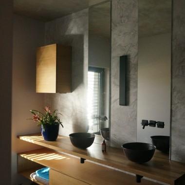 Miedziana umywalka Recreo to wyrób bardzo wytrzymały i praktyczny, nadaje się do każdego wnętrza dzięki surowej formie i jednolitej barwie.