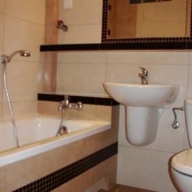 Mała i skromna łazienka