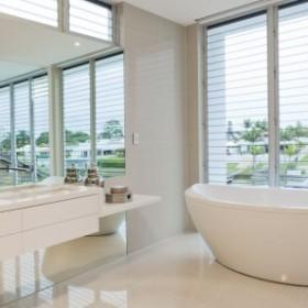 Biała łazienka - jak ją urządzić?
