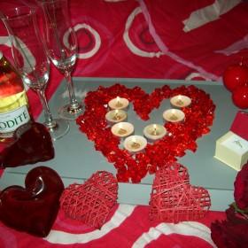 Moja sypialnia w iście miłosnej scenerii. Walentynki po mojemu.