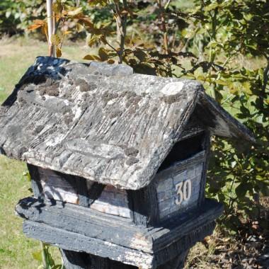 Jeszcze jeden domek, typowa na wsiach belgijskich skrzynka na listy..