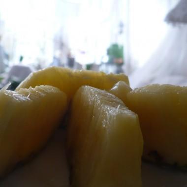 ...............i ananas na deser.............