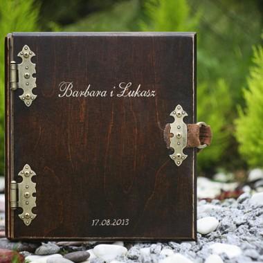 Zdjęcia wykonanych albumów drewnianych