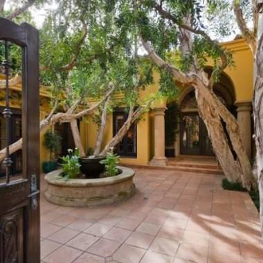 Charlie Sheen kupił trzeci dom w Mulholland Estates