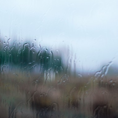 zimna ,wietrzna i deszczowa ....z perspektywy ciepłego domu wygląda jeszcze piękniej :)