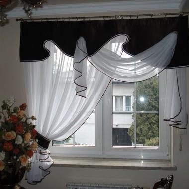Szycie to moja pasja. Trochę szkoda, że obecnie króluje moda na puste okna, ewentualnie zasłony. Jednak nadal dla niektórych to niezbędny element dekoracji. Przedstawiam kilka moich prac, może się spodobają.