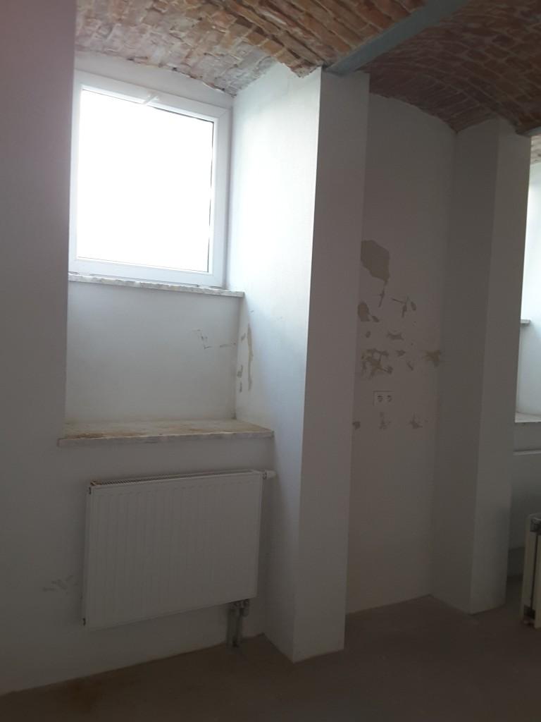 Zapytaj Eksperta, Suterena, adaptacja na cele mieszkalne - okno, jedno z czterech