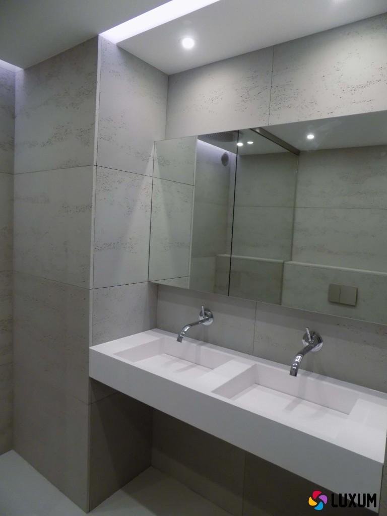 Wnętrza minimalistyczne - płyty betonowe na ścianę