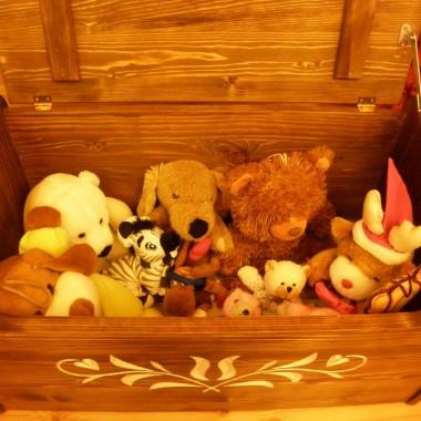 Dla naszych milusinskich gosci w kazdej sypialni znajduje sie skrzynia pełna skarbow:)))