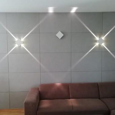 Nowoczesny kinkiet LED świecący w 4 kierunkach z wąskim strumieniem światła