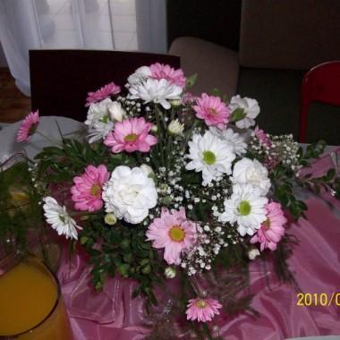 stroiki były wymyslone przeze mnie ale wykonane przez pania kwiaciarke:-))