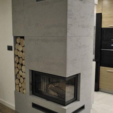 Płyty betonowe na kominek. Panele betonowe do szybkiego montażu od Luxum.