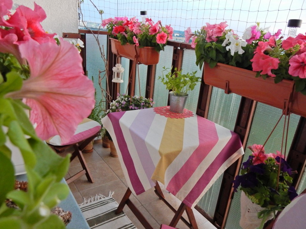 Balkon, Balkon o różnych porach dnia &#x3B;) - ...