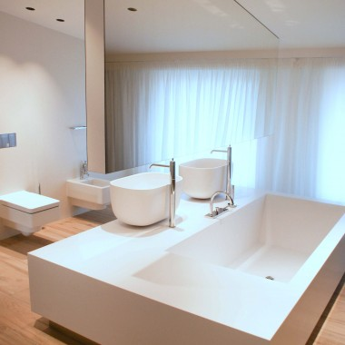 Nowoczesne łazienki. Wanna z umywalkami nablatowymi COVO 60