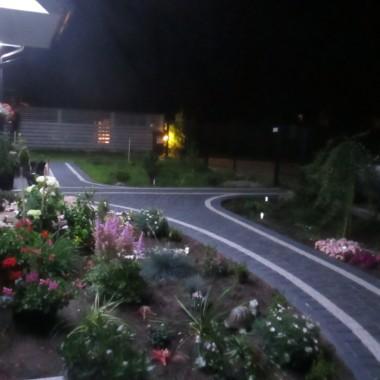 Przed domem wieczorem