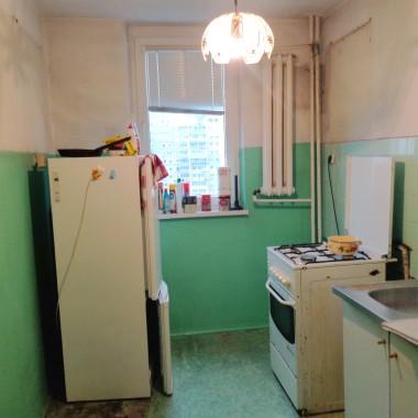Mieszkanie w bloku zmieniło właściciela i zostało przeznaczone na wynajem, z nastawieniem na studentów. Wymagało kapitalnego remontu w ograniczonych koszach.
