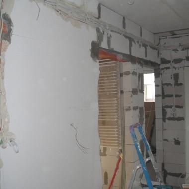 odbudowa ścian działowych w mieszkaniu