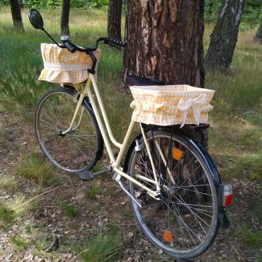 Pokrowiec na koszyk rowerowy, idealny do roweru miejskiego!Po szczegóły zapraszamy na: http://dekostacja.pl/2016/07/12/pokrowiec-na-koszyk-rowerowy/