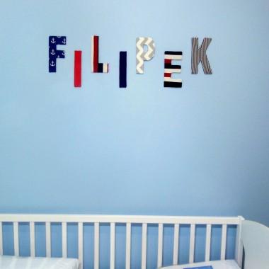 Kolorowe imię dziecka na ścianie na pewno ożywi pokoik dziecka! Więcej na https://dekostacja.wordpress.com/2016/01/02/litery-na-sciane/
