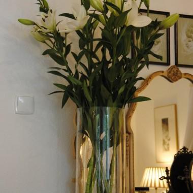 Czas lilii ....lubię te bez zapachu ,bo mogą stać w hurtowych ilościach w każdym pomieszczeniu :)