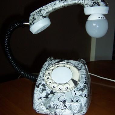 Stary telefon-lampka