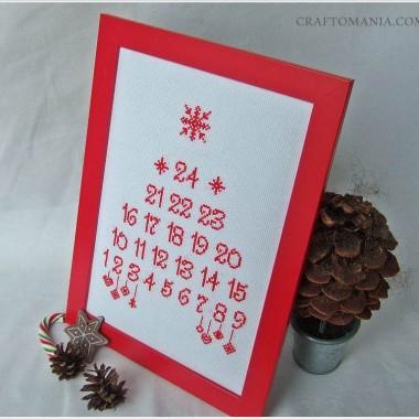 haftowany krzyżykami kalendarz adentowy