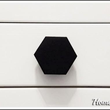 Nowość u nas - gałki meblowe w kształcie heksagonu.